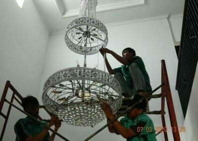 cuci-lampu-kristal-haji-sabilan-49