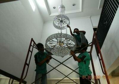 cuci-lampu-kristal-haji-sabilan-51