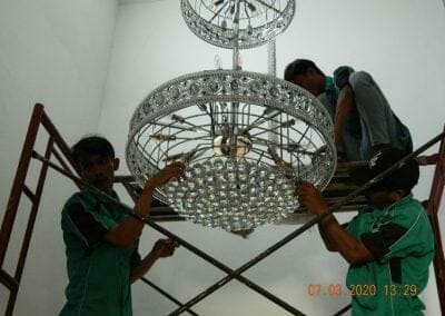 cuci-lampu-kristal-haji-sabilan-52