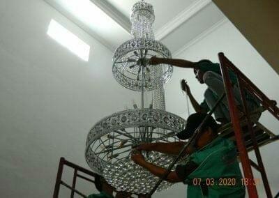 cuci-lampu-kristal-haji-sabilan-56