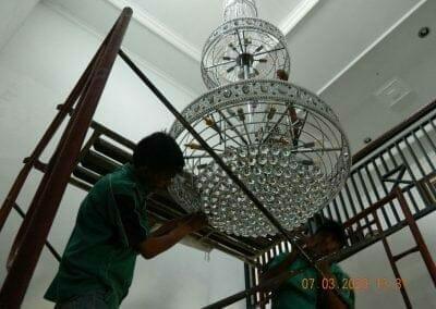 cuci-lampu-kristal-haji-sabilan-57