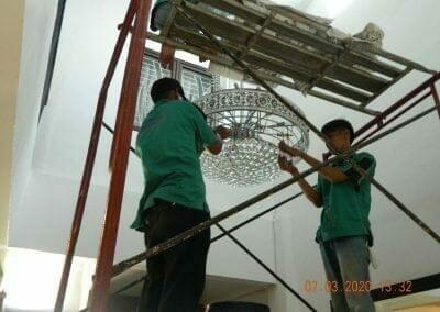 cuci-lampu-kristal-haji-sabilan-58