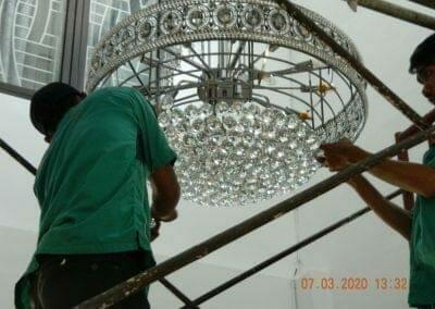 cuci-lampu-kristal-haji-sabilan-59