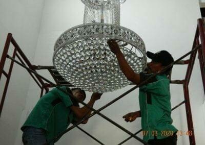 cuci-lampu-kristal-haji-sabilan-60