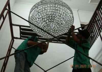 cuci-lampu-kristal-haji-sabilan-61