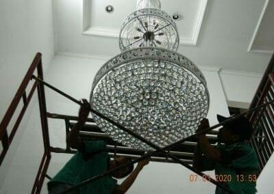 cuci-lampu-kristal-haji-sabilan-62