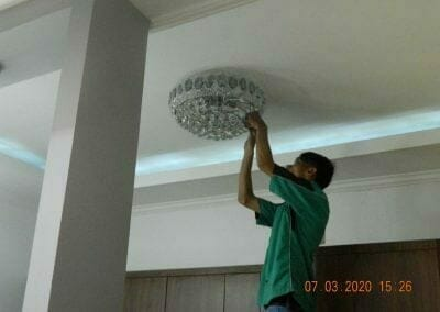 cuci-lampu-kristal-haji-sabilan-76