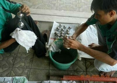 cuci-lampu-kristal-haji-sabilan-82