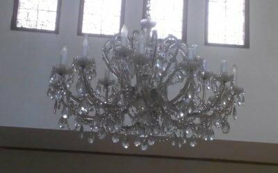 Cuci lampu kristal ibu Bisono   jasa cuci lampu kristal