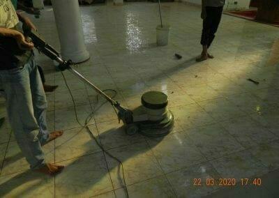 cuci-lantai-masjid-nurul-iman-10