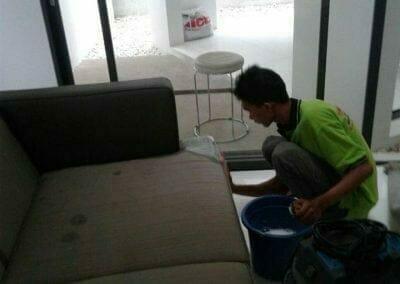 cuci-sofa-di-ozone-residence-bintaro-02