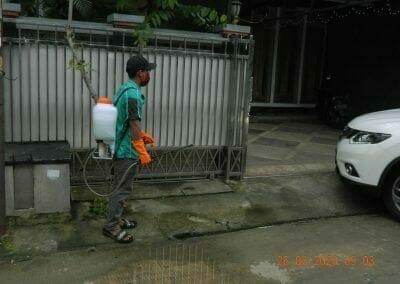 penyemprotan-disinfektan-rt01807rw04-05