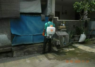 penyemprotan-disinfektan-rt091011rw10-46