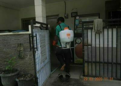 penyemprotan-disinfektan-rt091011rw10-47