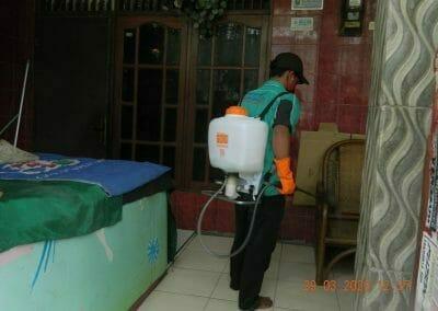 penyemprotan-disinfektan-rt091011rw10-65