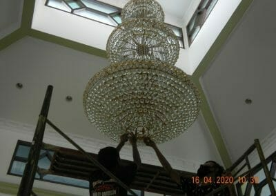 cuci-lampu-kristal-masjid-baiturrahman-05