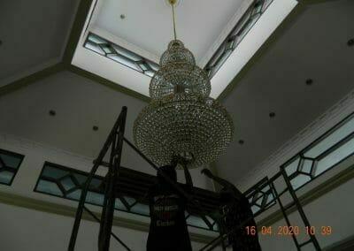 cuci-lampu-kristal-masjid-baiturrahman-06