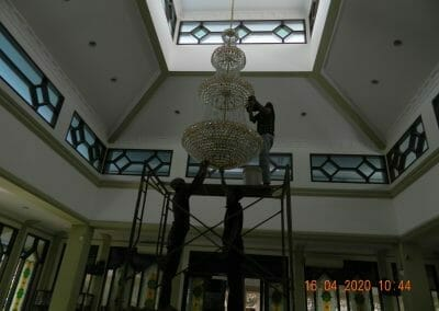 cuci-lampu-kristal-masjid-baiturrahman-10