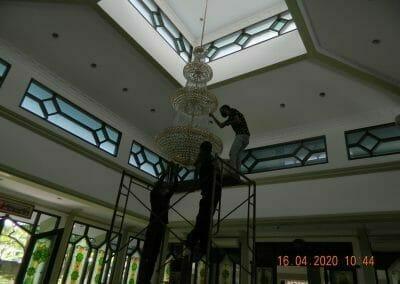 cuci-lampu-kristal-masjid-baiturrahman-13