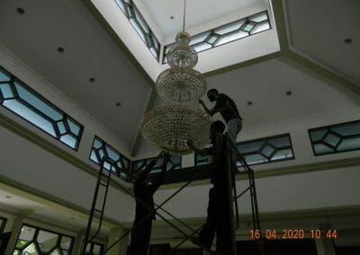 cuci-lampu-kristal-masjid-baiturrahman-14