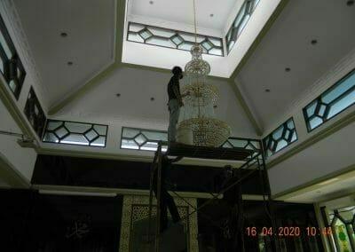 cuci-lampu-kristal-masjid-baiturrahman-15