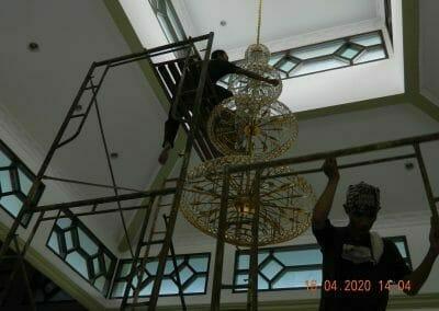 cuci-lampu-kristal-masjid-baiturrahman-31