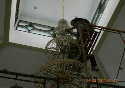 cuci-lampu-kristal-masjid-baiturrahman-33