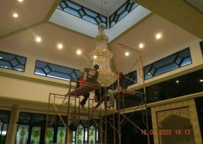 cuci-lampu-kristal-masjid-baiturrahman-56