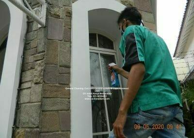 cuci-kaca-jendela-rumah-di-lippo-02