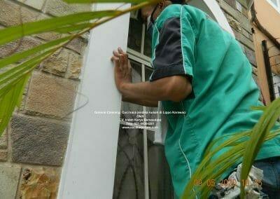 cuci-kaca-jendela-rumah-di-lippo-05