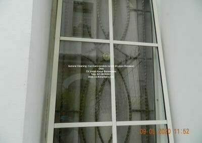 cuci-kaca-jendela-rumah-di-lippo-16