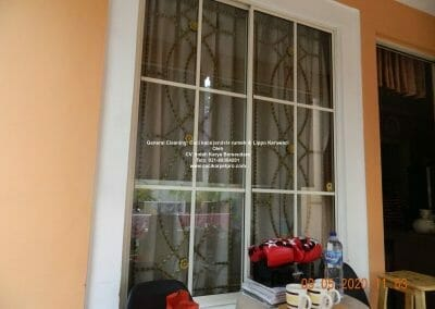 cuci-kaca-jendela-rumah-di-lippo-21