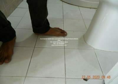 cuci-kamar-mandi-di-kemang-pratama-02
