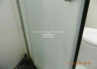 cuci-kamar-mandi-di-kemang-pratama-03