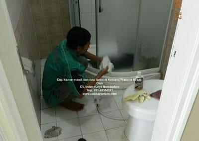 cuci-kamar-mandi-di-kemang-pratama-05