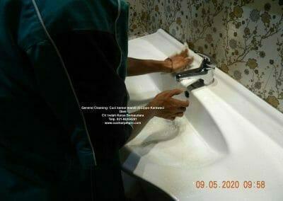cuci-kamar-mandi-di-lippo-02