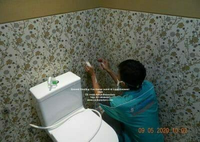 cuci-kamar-mandi-di-lippo-05