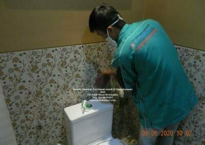 cuci-kamar-mandi-di-lippo-08