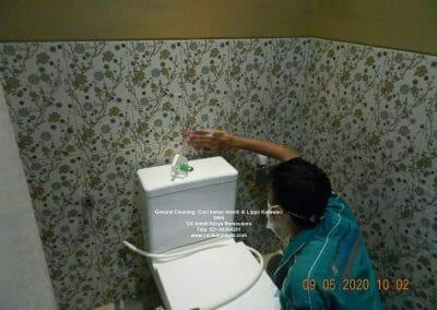 cuci-kamar-mandi-di-lippo-11
