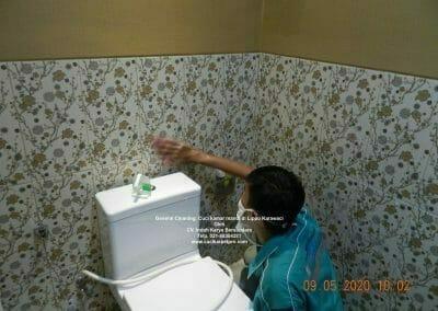cuci-kamar-mandi-di-lippo-12