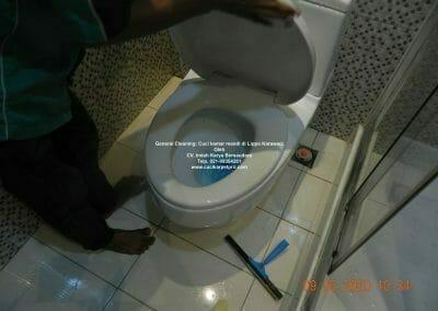 cuci-kamar-mandi-di-lippo-21