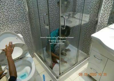 cuci-kamar-mandi-di-lippo-22