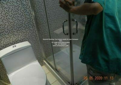 cuci-kamar-mandi-di-lippo-26