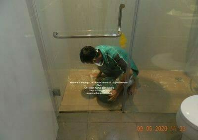 cuci-kamar-mandi-di-lippo-32