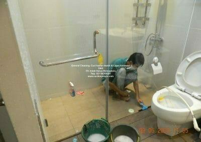 cuci-kamar-mandi-di-lippo-35