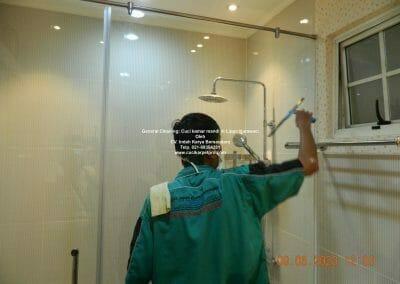 cuci-kamar-mandi-di-lippo-40