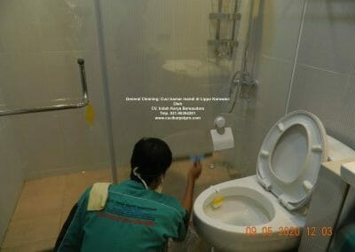 cuci-kamar-mandi-di-lippo-43