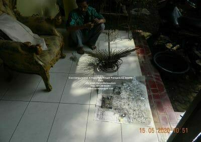 cuci-lampu-kristal-di-kayu-mas-12