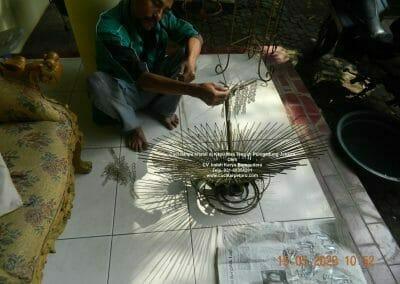 cuci-lampu-kristal-di-kayu-mas-13