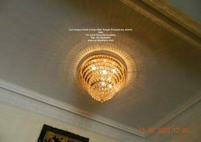 cuci-lampu-kristal-di-kayu-mas-15